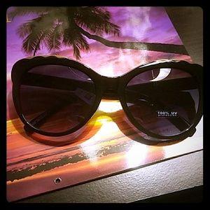 NWT Torrid Gold scallop cateye sunglasses